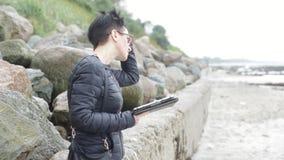 Frau auf dem Strand stock video footage