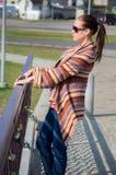 Frau auf dem Weg Stockbilder