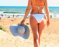 Frau auf einem Strand Stockbild
