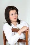 Frau auf einem Stuhl Stockfotos