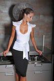 Frau auf einer Küche stockfoto