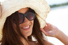 Frau auf Ferien lizenzfreie stockfotos