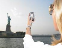Frau auf Ferien in NYC Stockbilder