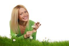 Frau auf Gras Lizenzfreies Stockfoto