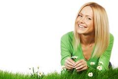 Frau auf Gras mit Blumen Stockbild