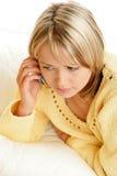 Frau auf Handy Lizenzfreie Stockbilder