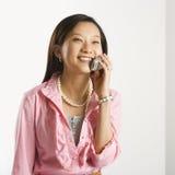 Frau auf Handy. Stockfotos