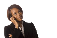 Frau auf ihrem Mobiltelefon lizenzfreie stockfotografie