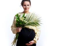 Frau auf ihrer letzten Schwangerschaft lizenzfreie stockbilder