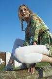 Frau auf industriellem Hintergrund Stockfoto