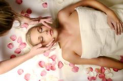 Frau auf Massage Stockbild
