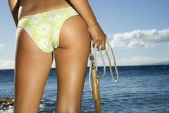 Frau auf Maui-Strand Stockbild