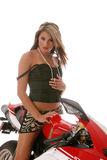 Frau auf Motorrad Stockfotos