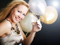 Frau auf Partyholding Ballons Stockfoto