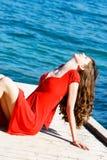Frau auf Seehintergrund Lizenzfreie Stockbilder
