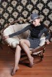 Frau auf Sessel 2 lizenzfreie stockfotos