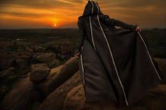 Frau auf Sonnenuntergang Lizenzfreie Stockfotos