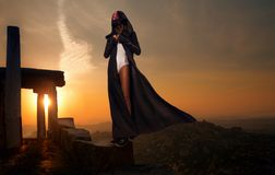 Frau auf Sonnenuntergang Stockbild