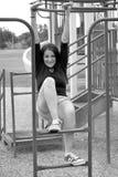 Frau auf Spielplatzgeräten Stockfotos