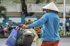 Frau auf Straße Lizenzfreies Stockfoto