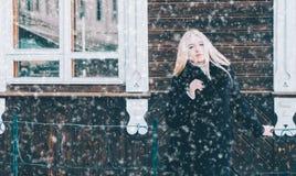 Frau auf Straße Stockfotos