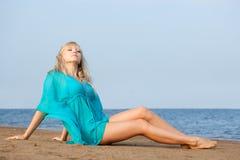 Frau auf Strand Stockfotos