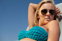 Frau auf Strand Stockfotografie