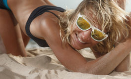 Frau auf Strand Lizenzfreie Stockbilder