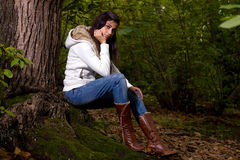 Frau auf Wald Stockfotos