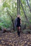 Frau auf Wald Stockfotografie