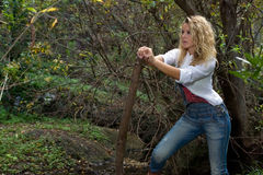 Frau auf Wald Lizenzfreie Stockfotografie