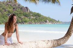 Frau bei Anse Volbert, Seychellen Lizenzfreie Stockbilder
