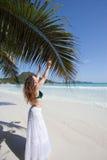 Frau bei Anse Volbert, Seychellen Lizenzfreie Stockfotografie