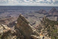 Frau bei Grand Canyon lizenzfreies stockbild