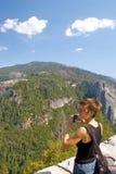 Frau bei Yosemite Lizenzfreies Stockbild