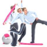 Frau beim Gymnastiktrainieren Lizenzfreies Stockfoto