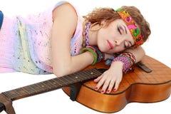 Frau beim Hippieausstattungsschlafen Stockfotos