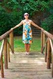 Frau über 50 in Zen Garden Lizenzfreie Stockfotos