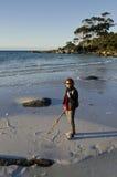 Frau am Binalong Schacht-Zeichnungsinneren, Tasmanien Lizenzfreies Stockfoto