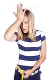 Frau blau und Weiß frustriert mit Messen stockfotos