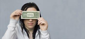 Frau blind gemacht durch Geld Lizenzfreie Stockfotos