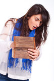Frau caughted mit der Hand innerhalb eines hölzernen Kastens Lizenzfreies Stockbild