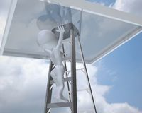 Frau 3d, welche die Glasdecke mit bewölktem Hintergrund erreicht Stockbild