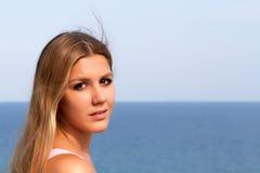 Frau in dem Meer Stockfoto