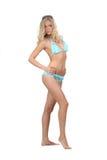 Frau in den Bikinihaltungen Lizenzfreie Stockfotografie