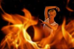 Frau in den Flammen Lizenzfreies Stockfoto