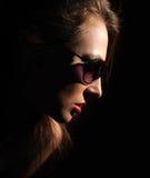 Frau in den Gläsern Stockfotografie