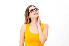 Frau in den Gläsern, die oben schauen stockfoto