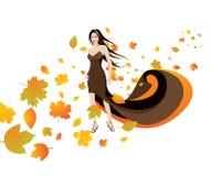Frau in den Herbstblättern Stockfotografie