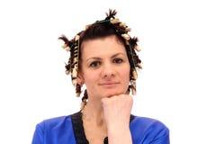 Frau in den Lockenwicklern lizenzfreie stockbilder